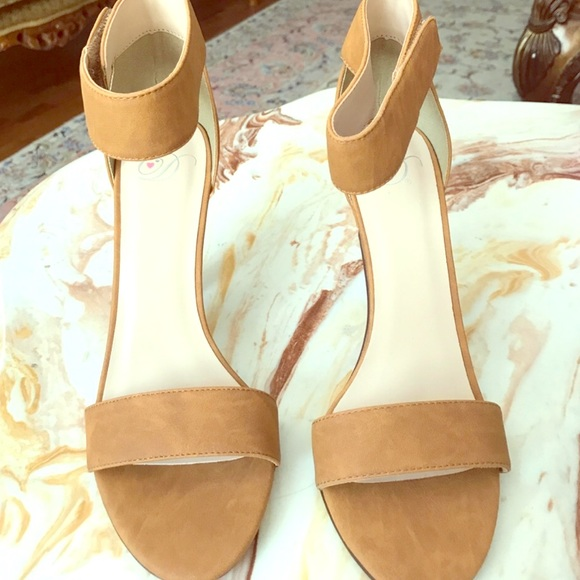 7996df13a160 New camel suede pump heel peep toe 8 NWT Chic DSW